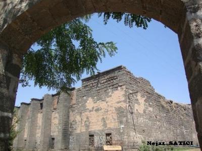surp sarkis kilisesi1-diyarbakir-fot.nejat_satici