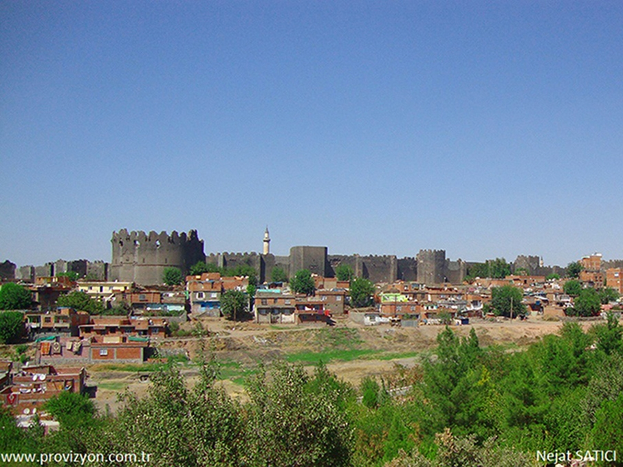 diyarbakir__surlari_-_diyarbakir_kalesi-fot.nejat_satici.jpg