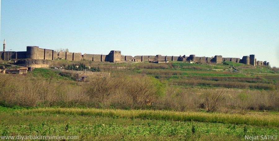diyarbakir_kalesi-kecik burcu-fot.nejat_satici