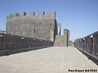 diyarbakir_kalesi-ust_koridor-fot.nejat_satici.jpg