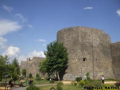 diyarbakir_kalesi_ve_burclar1-fot.nejat_satici.jpg