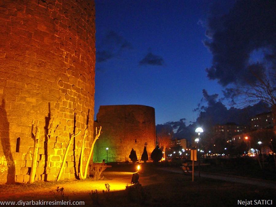 diyarbakir_surlari_-_gece-fot.nejat_satici.jpg