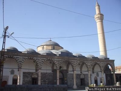 fatih-kursunlu_camii-fot.nejat_satici.jpg