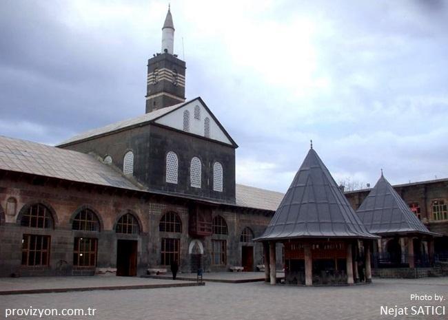 islam-aleminin-5-harem-i-serifi-diyarbakir-ulu-cami-fot.nejat-satici-.jpg