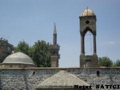 mar_petyun_kilisesi_ve_seyhmatar_camii-diyarbakir-fot_nejat_satici.jpg