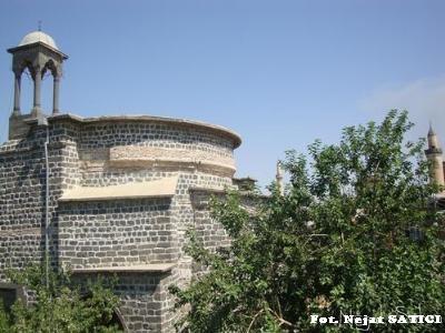 meryemana_kilisesi_ve_minareler1-diyarbakir-fot.nejat_satici.jpg