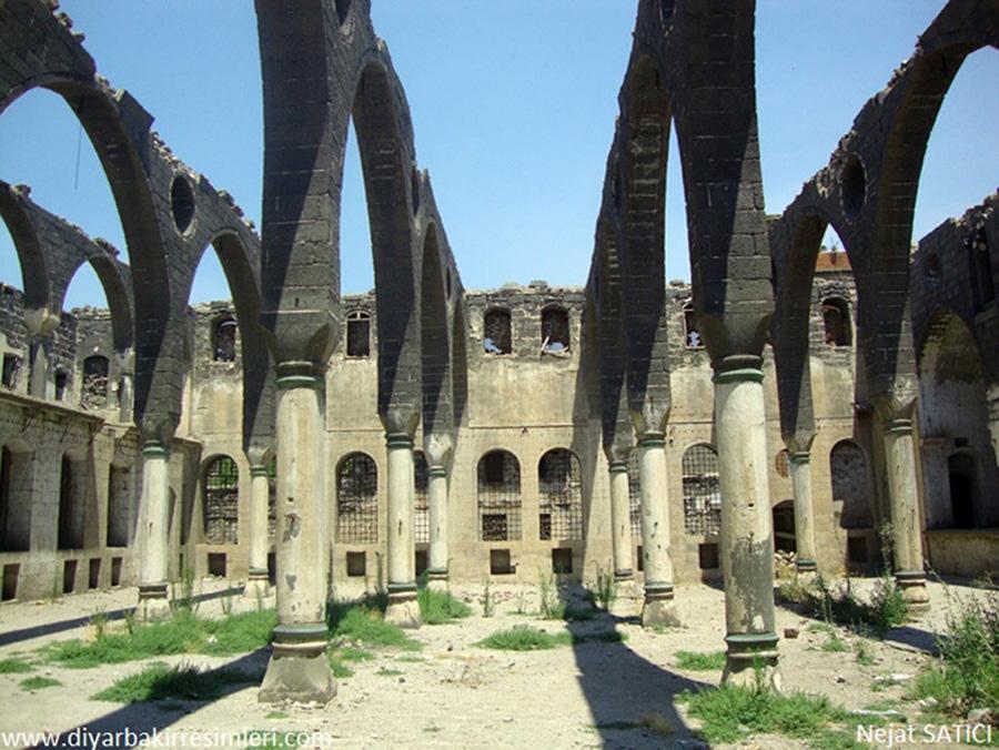 surp_giragos_ermeni_kilisesi-diyarbakir-fot.nejat_satici.jpg
