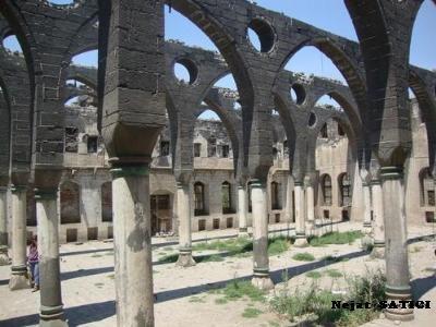 surp_gragos_ermeni_kilisesi1-diyarbakir-fot.nejat_satici.jpg